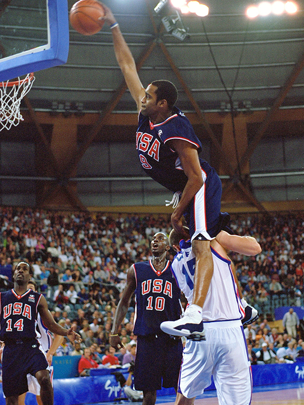 01 2000 moly vince carter GettyImages 1057683jpg