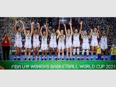 2021 USA Women's U19 World Cup Team on the gold medal stand
