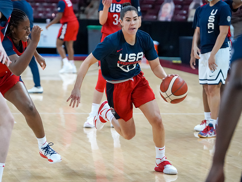 Kelsey Plum on the move to the basket.