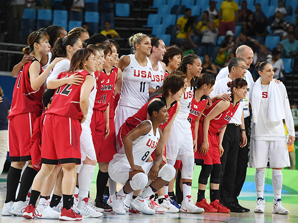 2016 USA women with Japan