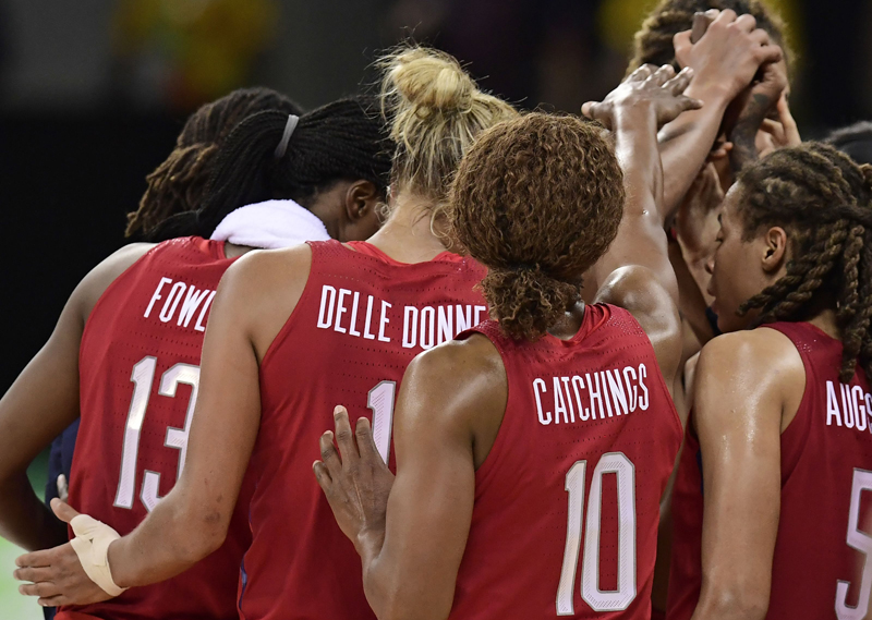 Tamika Catchings (10) and teammates huddle up during a timeout.