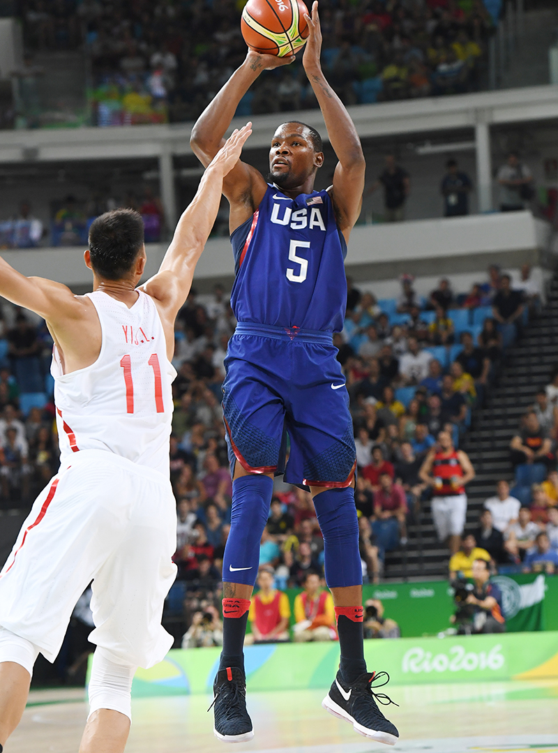 Kevin Durant hit 10-of-14 from the field and finished with 25 points.