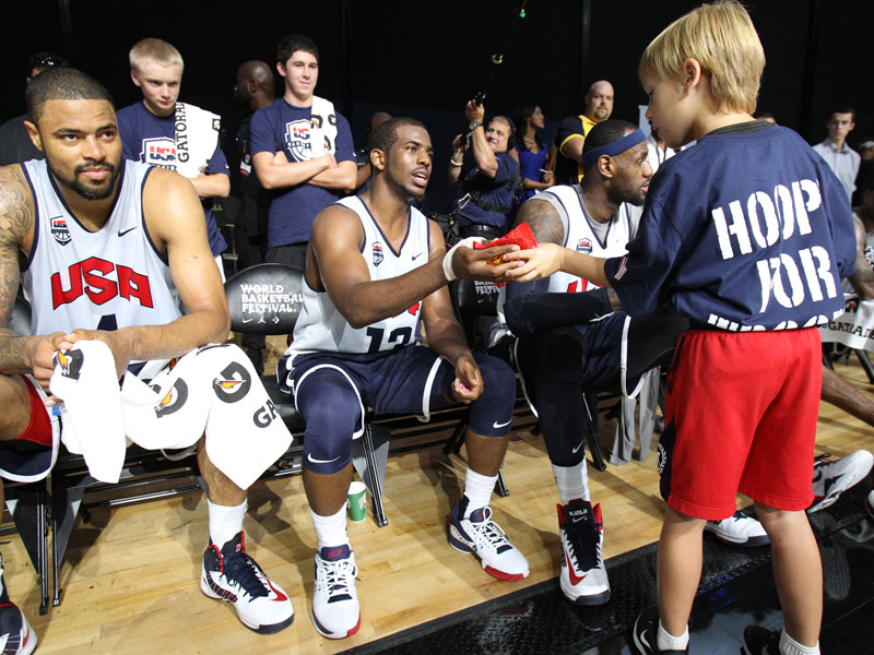 Hoops for Troops autograph session