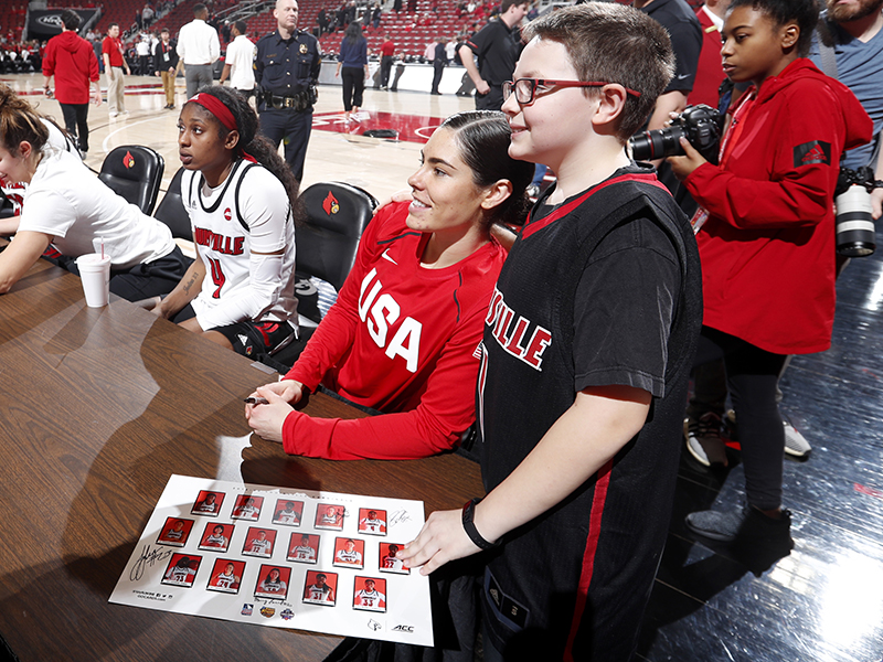 01 2020 wnt v louisville kelsey plum autographs GettyImages 1198372586jpg