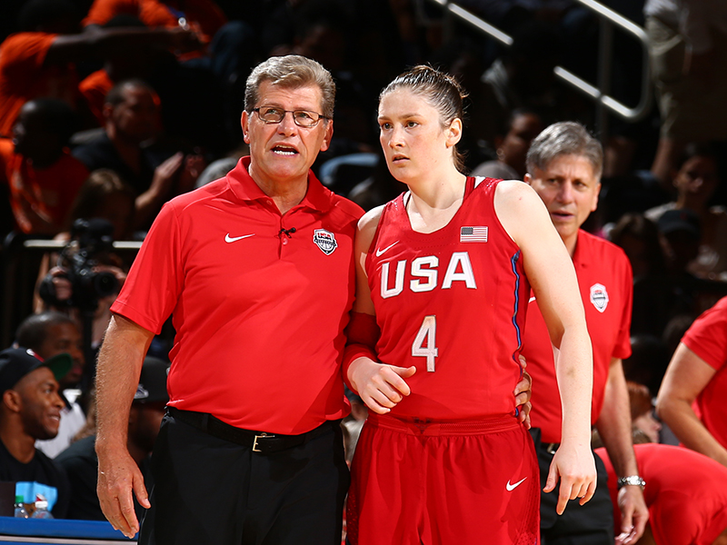 USA head coach Geno Auriemma confers with Lindsay Whalen.