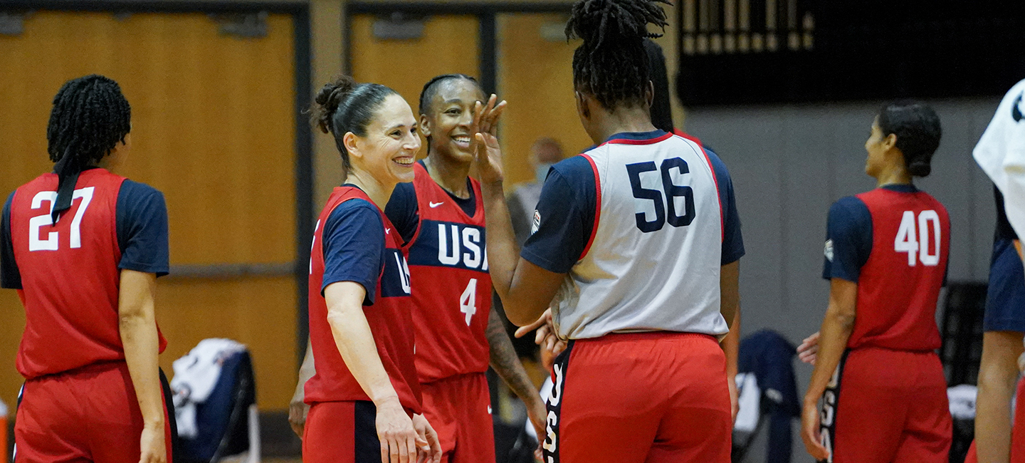 Sue Bird gets ready to high five USA National Team teammate Nneka Ogwumike.