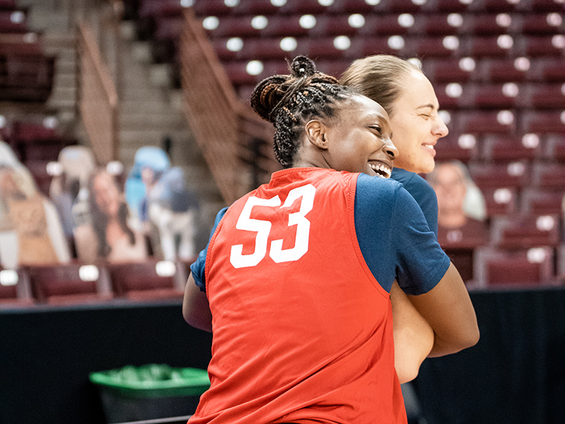 Former Sparks teammates Chelsea Gray and Sydney Weise share a hug.
