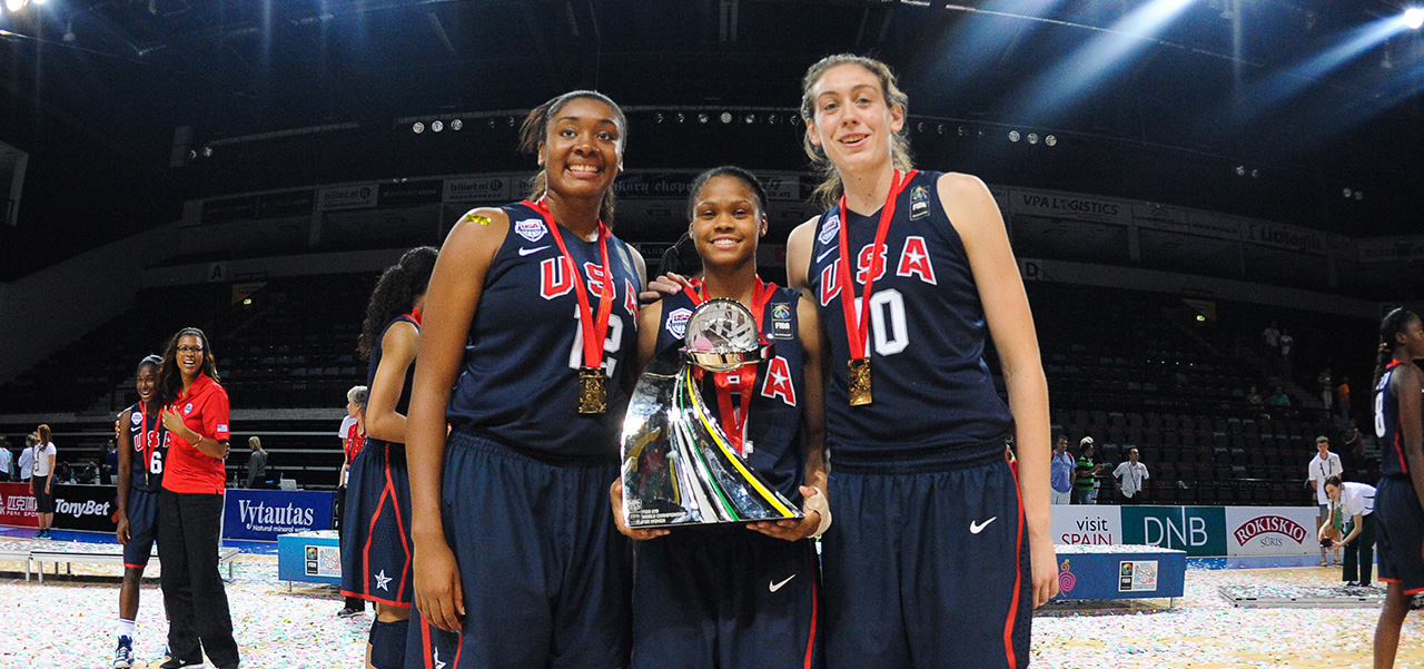 Morgan Tuck, Mo Jefferson, Breanna Stewart