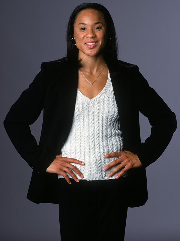 32 2004 wnt dawn staley posed GettyImages 50900772jpg