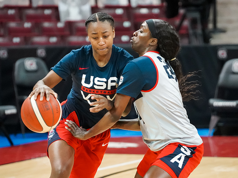 Jewell Loyd fights past Kahleah Copper.
