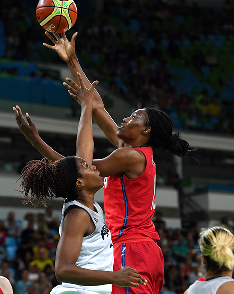 Sylvia Fowles was strong inside and closed the game with 12 points and nine boards.